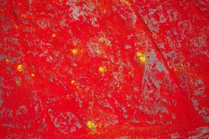 colorants en poudre rouge et jaune au sol photo