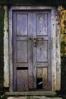 porte en bois du bâtiment de la vieille école photo