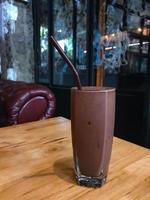 smoothie au chocolat dans un verre photo