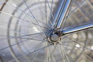 gros plan des roues de vélo photo