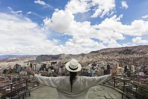 Jeune femme à la paz, bolivie photo