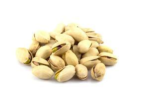 pistaches isolés sur fond blanc photo