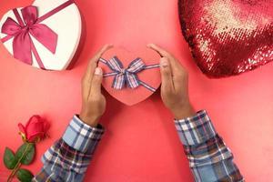 vue de dessus du cadeau de la saint-valentin photo