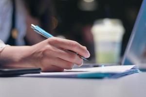 écriture à la main de la femme photo