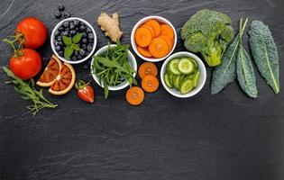 ingrédients colorés pour des smoothies sains photo