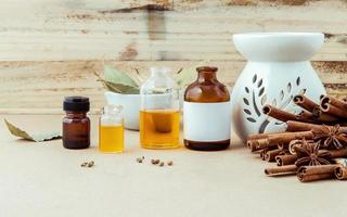 huile d'aromathérapie à la cannelle photo