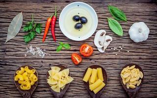 Produits alimentaires italiens sur bois