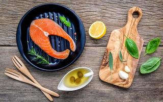repas gastronomique de saumon photo