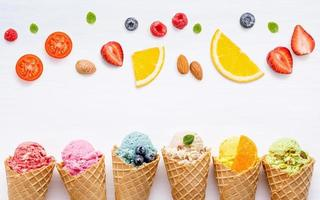 glace avec vue de dessus de fruits photo