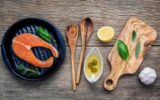 plat de saumon frais photo