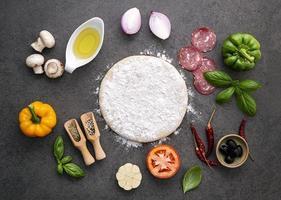 ingrédients de la pâte et de la pizza