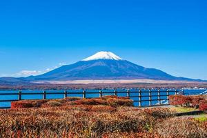 belle vue sur le mt. Fuji du lac Yamanakako, Japon photo