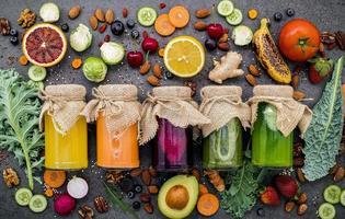 fruits et légumes conservés en pots