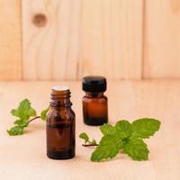 bouteilles d'huile essentielle de menthe