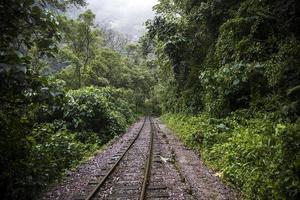 Chemin de fer à Aguas Calientes au Pérou photo