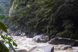 rivière urubamba au pérou photo