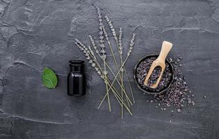 sel noir himalayen et lavande photo