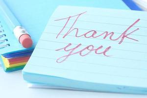 note de remerciement sur papier ligné bleu