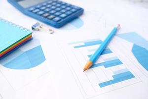 gros plan des graphiques financiers photo