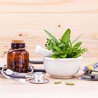 herbes fraîches pour la médecine homéopathique photo