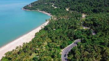 vue aérienne de la route en thaïlande