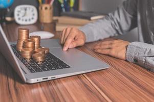 utiliser un ordinateur pour gagner de l'argent en ligne