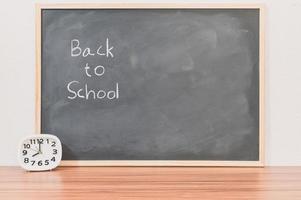 retour au concept d & # 39; école et d & # 39; éducation sur tableau noir photo