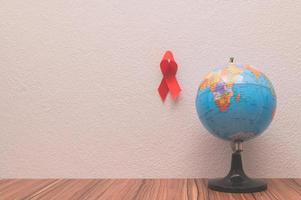 le ruban rouge symbolise la journée mondiale de la santé