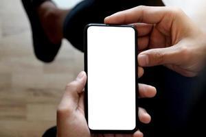 homme utilisant une maquette de téléphone intelligent photo