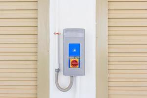 porte de volet roulant et interrupteur de porte automatique photo