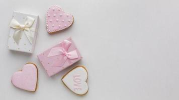 biscuits et cadeaux de la saint-valentin