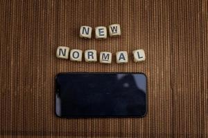 nouveaux blocs de lettres normaux et smartphone photo
