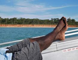 rentrer à la maison après une journée de pêche dans les îles tiwi photo