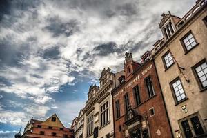Façades de bâtiment baroque sur la place de la vieille ville de Prague photo