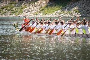 2018 - Équipe de course de bateaux-dragons chinois photo