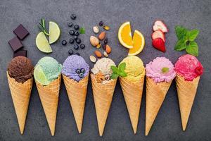 crème glacée et ingrédients frais