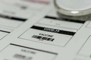 feuille d'étiquettes du vaccin covid photo