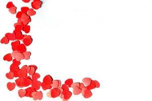coeurs rouges sur blanc