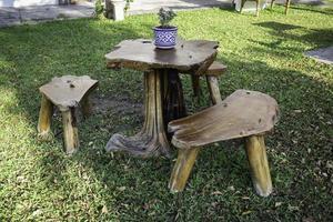 meubles de jardin en bois photo