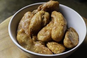 plantains frits dans un bol