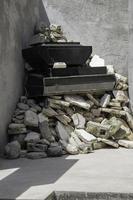tas de déchets de béton