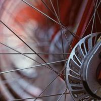Close up de roues à rayons de bicyclette photo