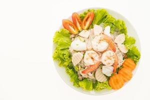 salade de nouilles épicées aux fruits de mer, à la thaïlandaise photo