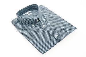 chemise homme mode sur fond blanc