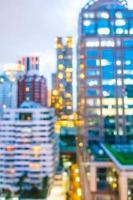 fond abstrait de la ville de bangkok défocalisé photo