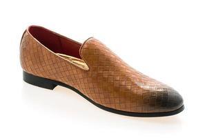 chaussures en cuir sur fond blanc photo