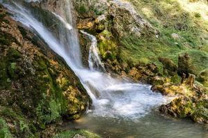 Cascade de Gostilje à la montagne de Zlatibor en Serbie photo