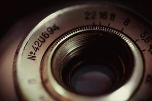 Un vieux gros plan de l'objectif de la caméra