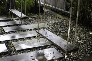 balançoire de jardin en bois