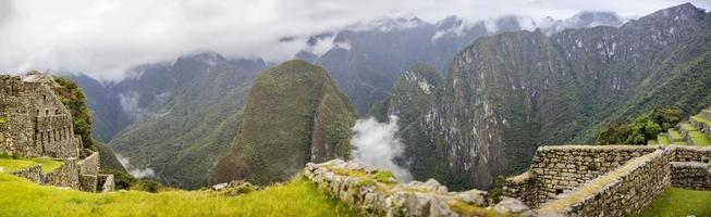 Ruines du Machu Picchu au Pérou photo